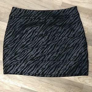 *NWT* Express Skirt
